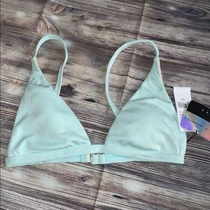 Bikini top in mint ☀️ la hearts